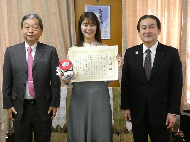 200325 稲村亜美さんが神奈川県川崎競馬組合管理者賞を受賞