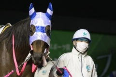 200417 川崎9R 森下博厩務員-02