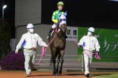 200417 川崎9R 森下博厩務員-04