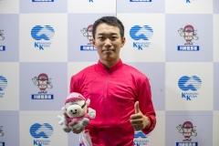 201012 櫻井光輔騎手 100勝達成-04