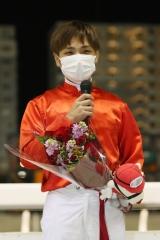 201113 山崎誠士騎手 1,500勝達成-04
