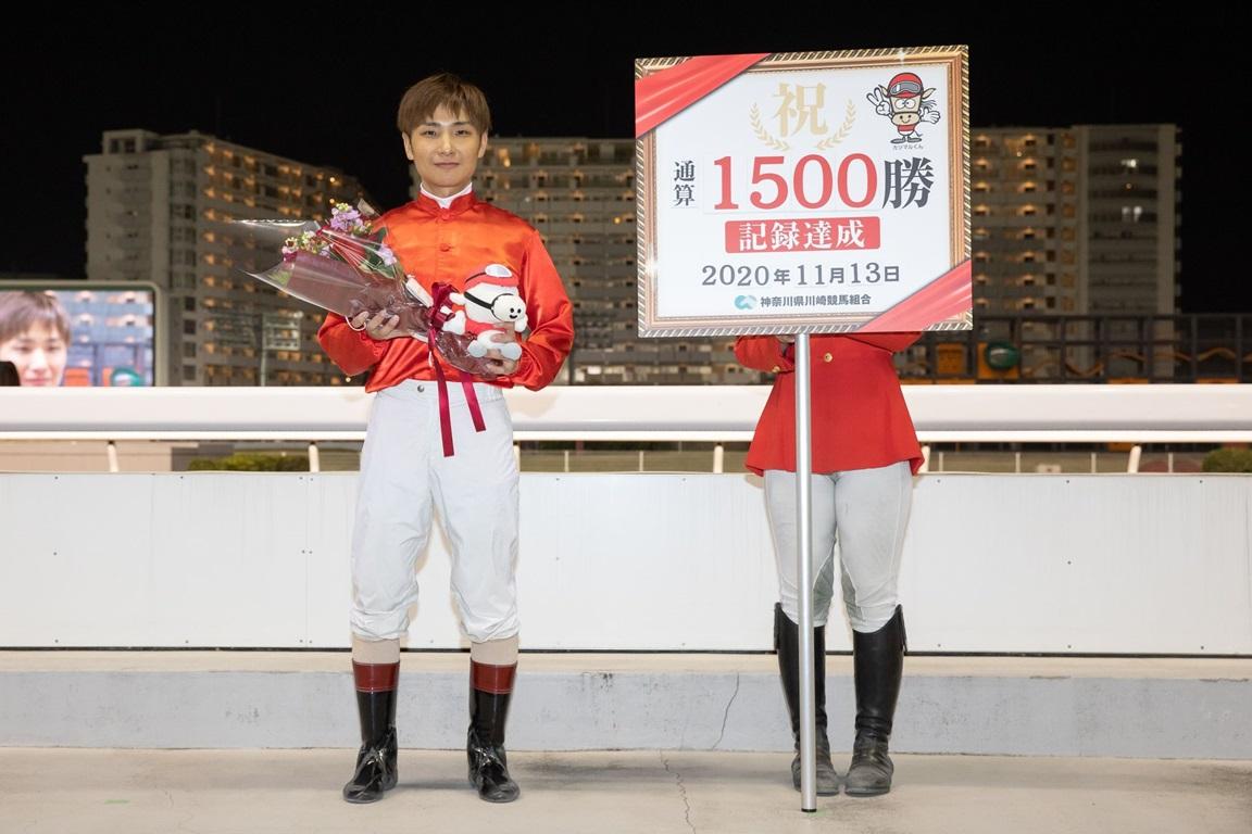 201113 山崎誠士騎手 1,500勝達成-05