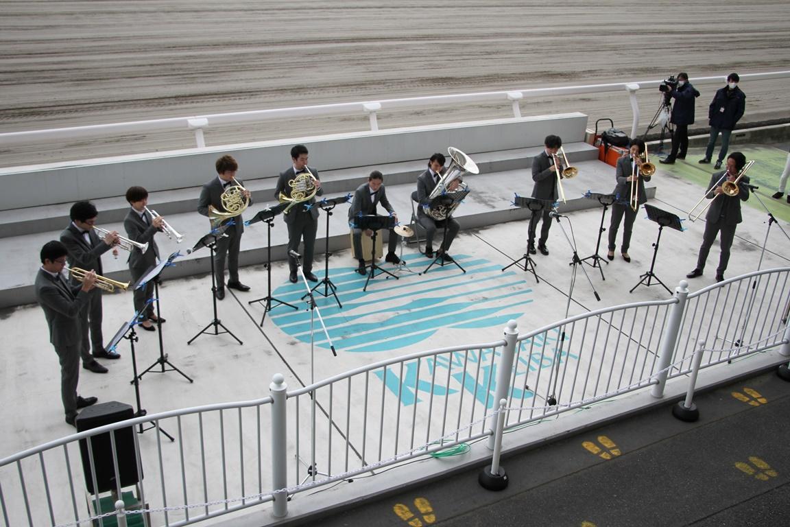 201216 川崎ロジータブラス お出迎え演奏-01