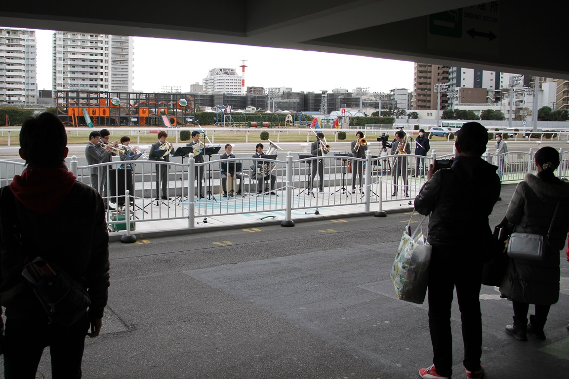 201216 川崎ロジータブラス お出迎え演奏-02