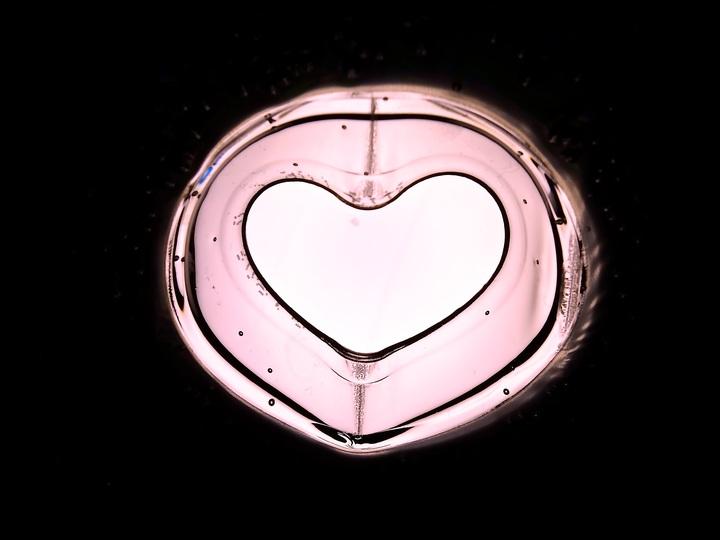 hand-light-number-love-heart-romantic-1093558-pxhere-com.jpg
