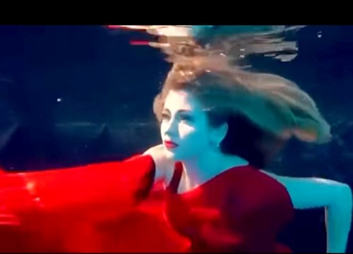 Miss Eco International 2020 underwater (1)