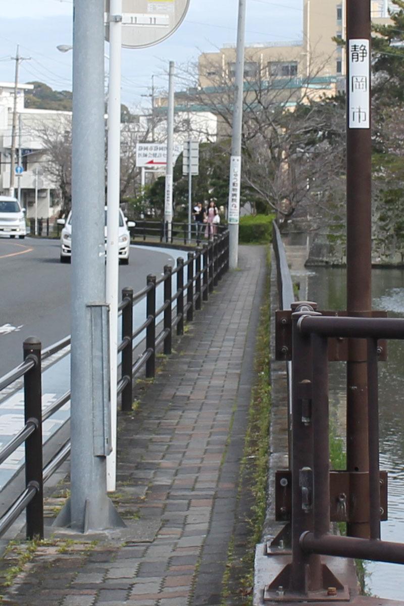 草深橋から東方向 200328 歩道部分拡大