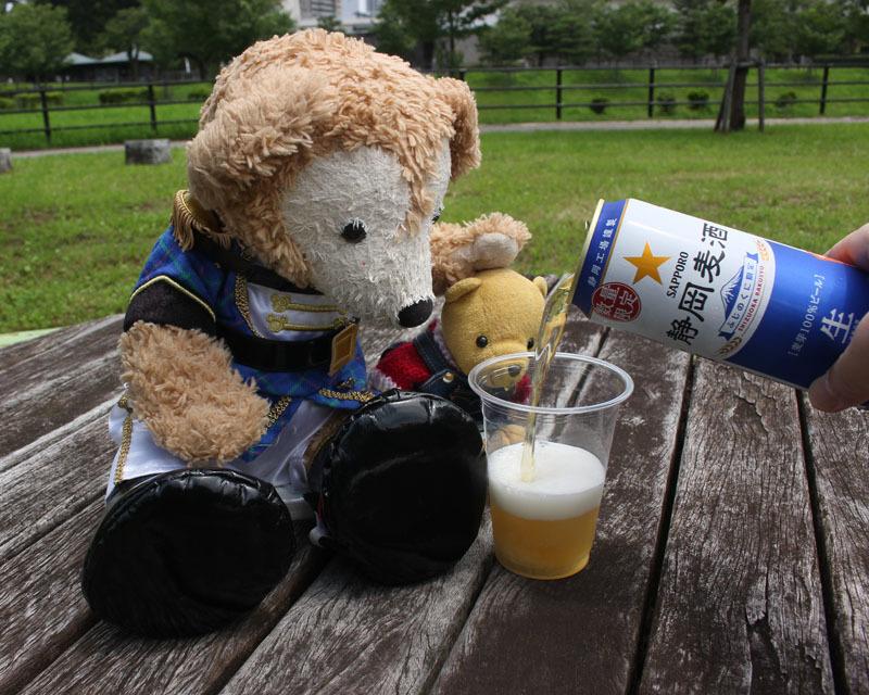 静岡麦酒を注ぐ 駿府城公園 Duffy 200720