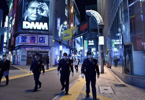 「新型コロナ・パトロール 渋谷駅前スクランブル交差点」 by 毎日新聞(2020年5月4日) サムネイル画像