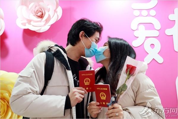 マスクしたままキス サムネイル画像
