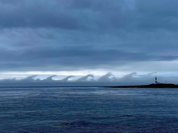 「ゴジラ雲」出現  2020年7月5日  「ケルビン・ヘルムホルツ不安定」による雲・大間崎 サムネイル画像