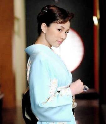 「黒革の手帳」(2004年)の米倉涼子さんは、ゾクゾクするほどカッコいいです。 サムネイル画像