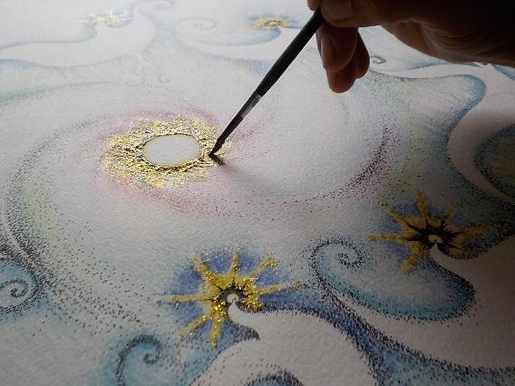 ラメ 制作風景 筆もつ手 鳥 光 点描