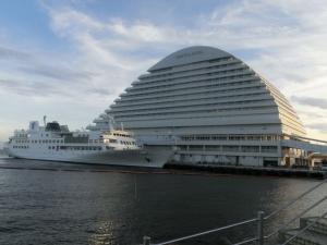 船とオリエンタルホテル