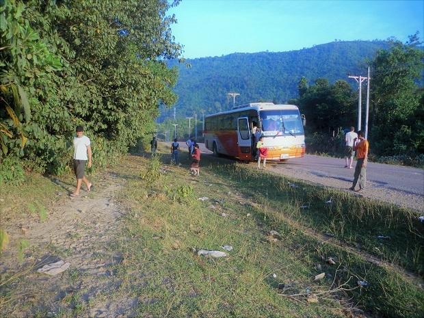 14 11.11.17バスの旅 シェンクワンからビエンチャンへの続き (124)