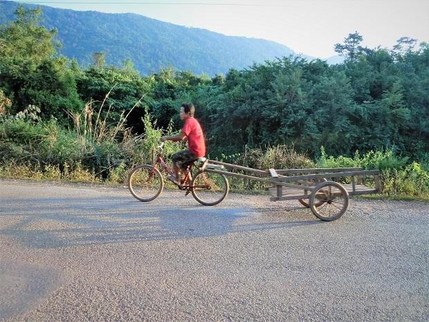 15 11.11.17バスの旅 シェンクワンからビエンチャンへの続き (125)