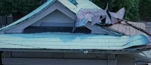 台風で屋根が剥がれた