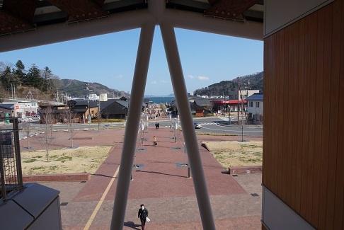 11女川駅から海を見る