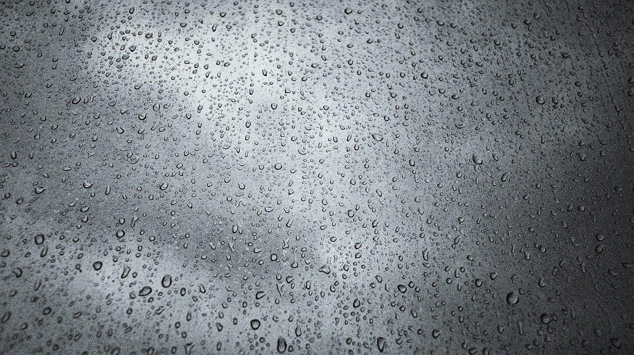 raindrops-3216607_1280.jpg