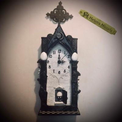 ハンプティの振り子時計を壁にかける