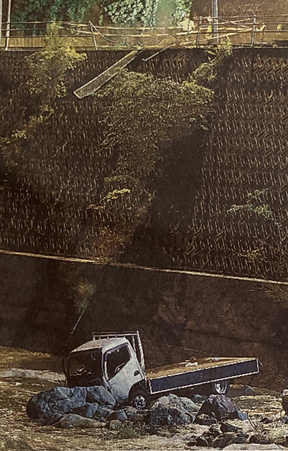 神石高原町 トラック転落事故