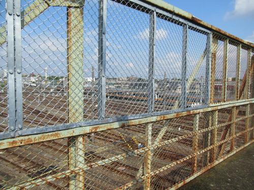 跨線橋のフェンス
