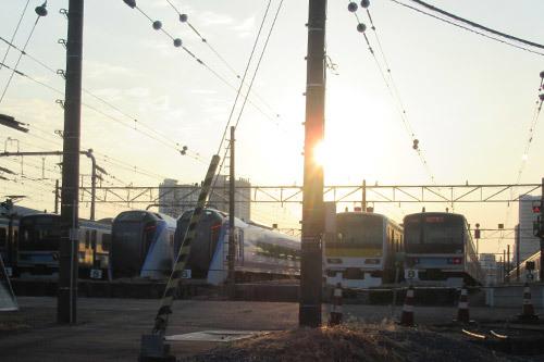 早朝の電車庫