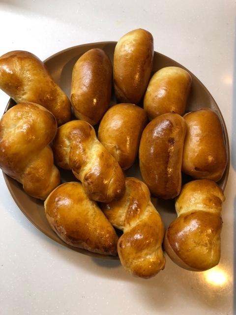 ねじりパンとレーズンパン