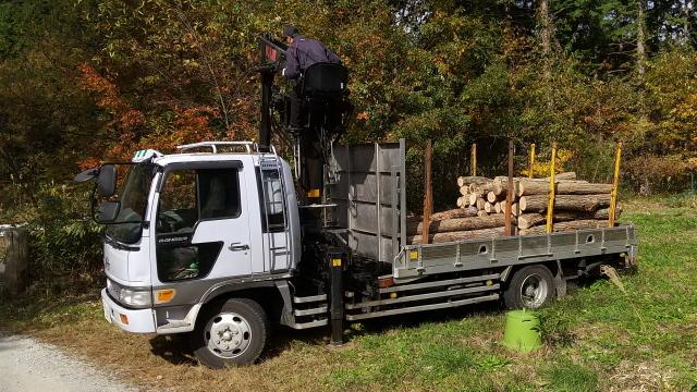 木材運搬車1103