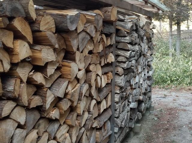 薪棚はみ出し20214