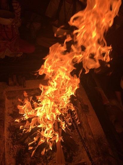 2020年6月ご神木プージャの炎