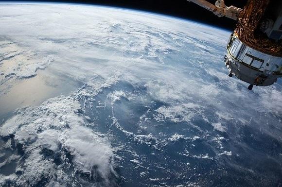 satellite-1030779_640.jpg