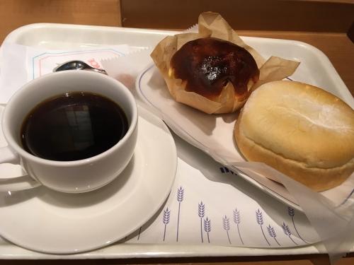 ブレンドコーヒー&バスクチーズケーキ風パン・リンゴとチーズのふんわりソフト