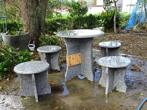 庭のテーブル 002