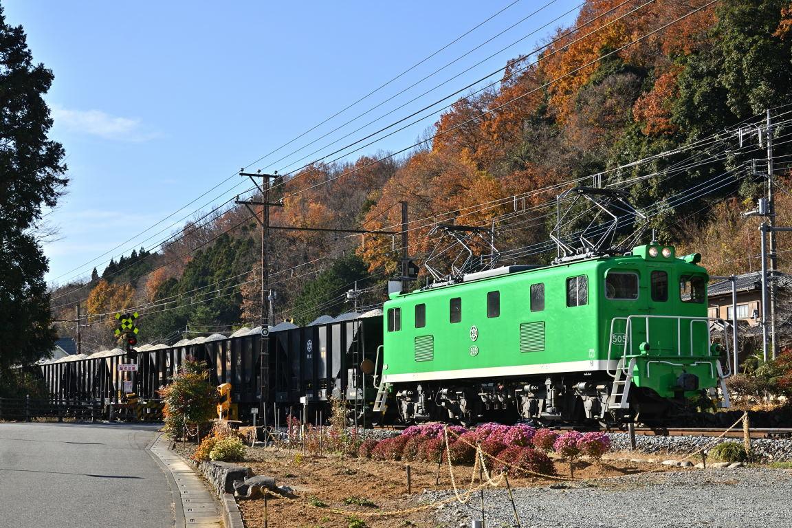 2020.12.12_1140_14[2] 樋口付近 秩父鉄道 デキ505(緑)