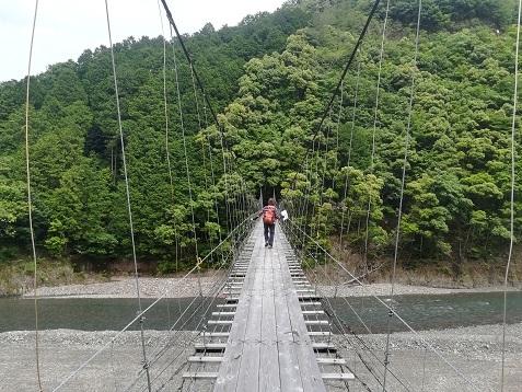 7 柳本橋を渡る
