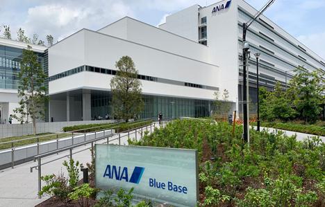ANAホールディングスは、医療用ガウンの縫製を支援すると発表、CAだけではなくグループ社員で支援!