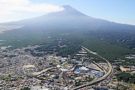 富士急ハイランドが営業を再開、限定再開なので東京などに住んでいる方は入場できません!