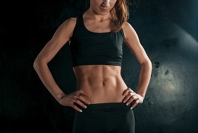 muscular-young-woman-athlete-on-black-PKKFB5L WEB用