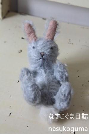 ねそべりウサギ