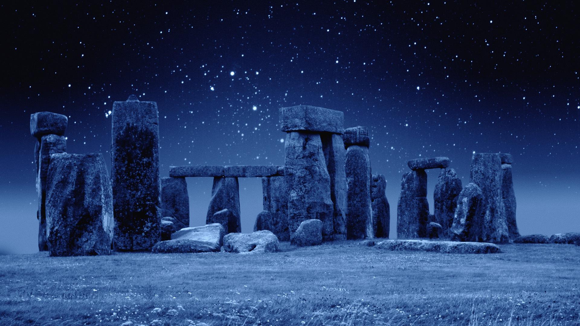 Stonehenge-at-Night[1]