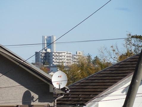 中里第二公園から見たランドマークタワー@横浜市港南区b