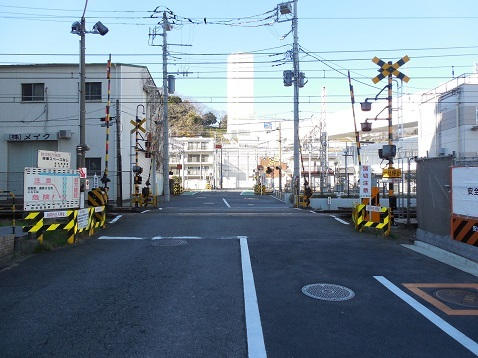 京急本線の生麦第2踏切道@横浜市鶴見区・神奈川区a