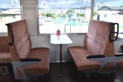 テーブル付きボックスシート 由利鉄