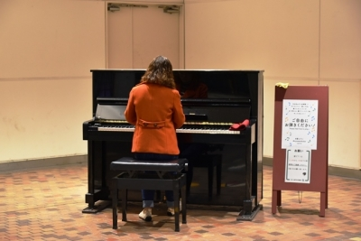 市営地下鉄新神戸駅コンコースにストリートピアノ