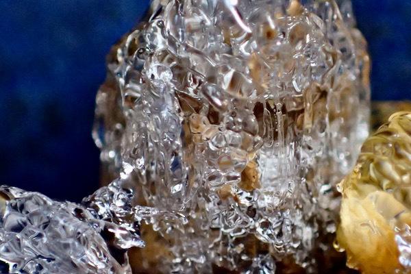 霜柱溶けて氷1