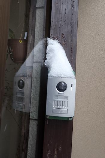 インタ−ホンの雪
