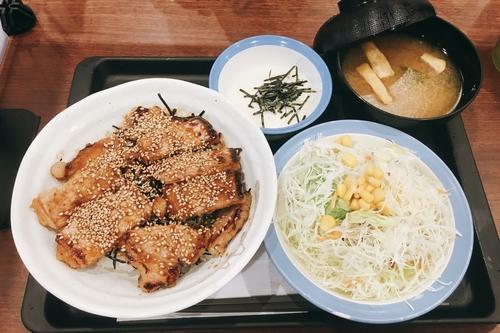 味噌漬けトンテキ丼 (4)