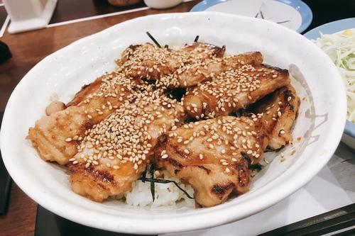 味噌漬けトンテキ丼 (5)