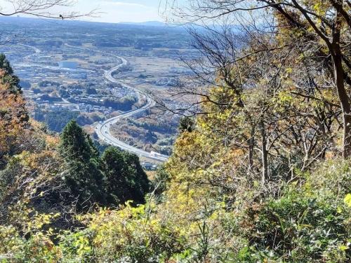 登山道から見る「常磐道」
